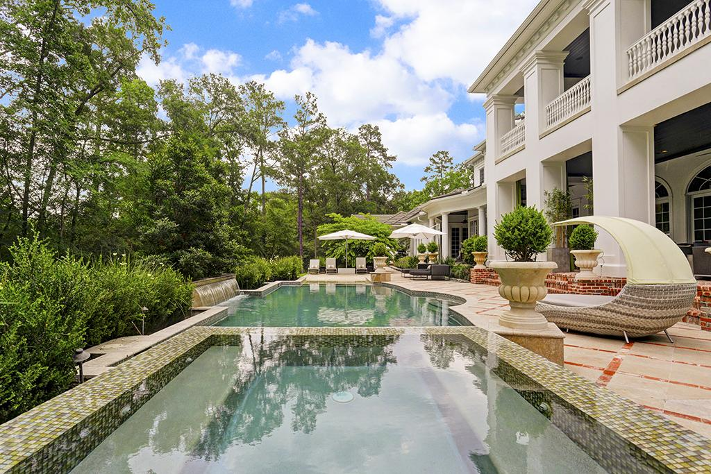 Top 10 houston pools private swimming pools aquamobile for Swimming pools the woodlands tx
